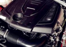 但Giulia的动力系统和后轮驱动平台采用传统的纵向定位