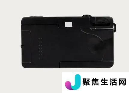 与其拥有60年历史的前身一样Sprite35II是一款非常基本的傻瓜相机