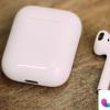 一个AirPods耳塞和耳机能够在AppleMusic中收听无损曲目