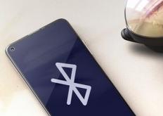 HTC推出一款使用手机作为控制器的便携式 VR 耳机